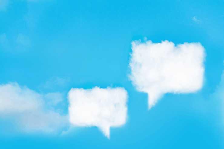 キャラ同士で話していることをイメージした吹き出し型の雲の画像